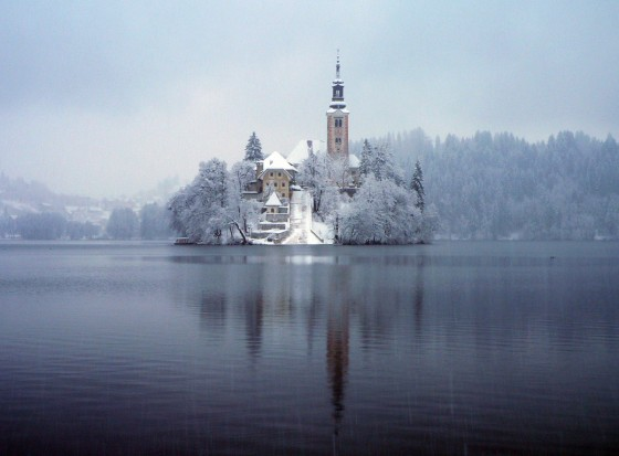 Bled_under_the_snow